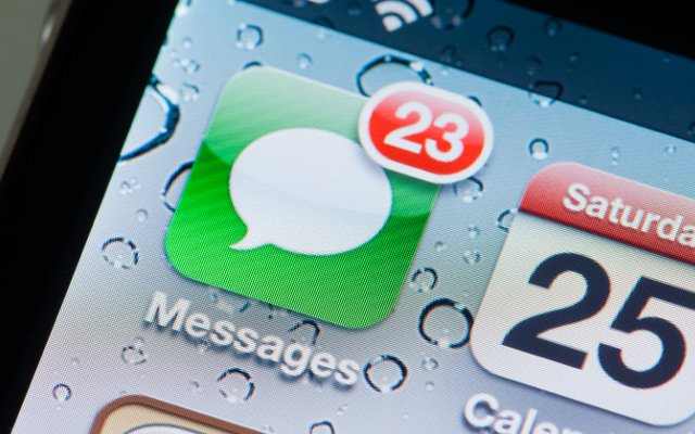 iMessaging Dominates Carrier Text Messages, Users Send 300 Billion Texts In 12 Months