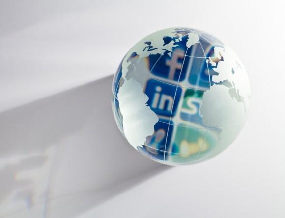 LinkedIn vs Facebook Professionals