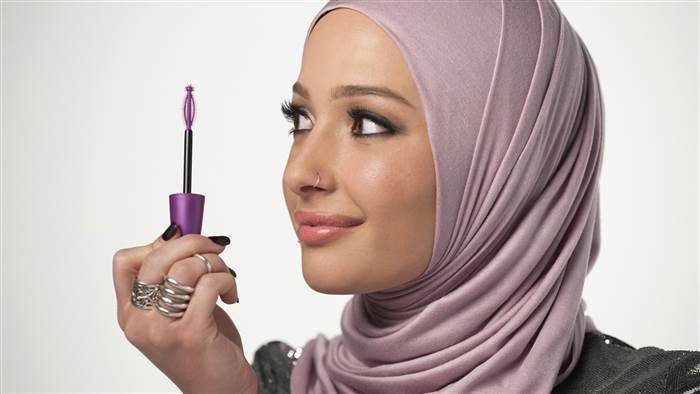 Hijab-Wearing Blogger Becomes Newest Covergirl Ambassador