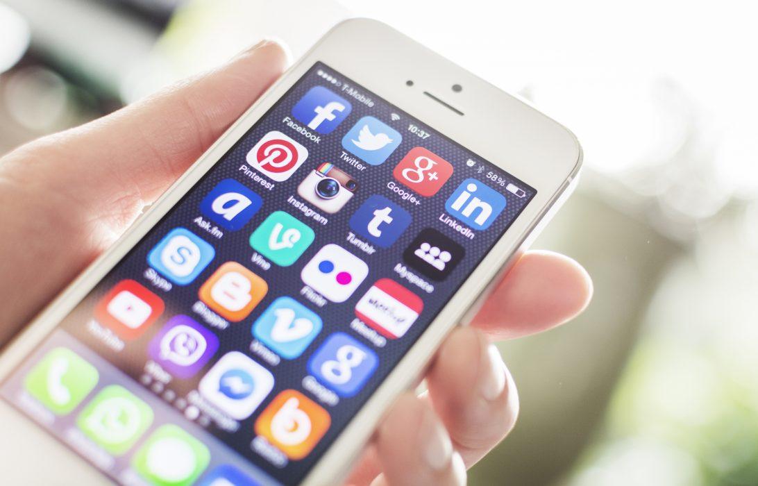 WordPress vs Blogger Social Media